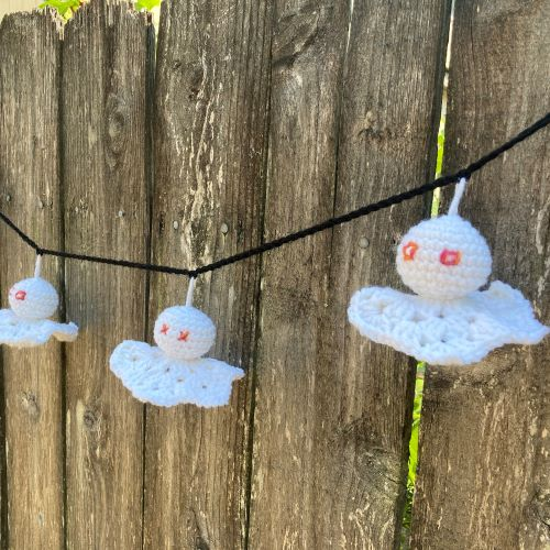 ghost garland tester photo for free crochet pattern: spooky ghost garland